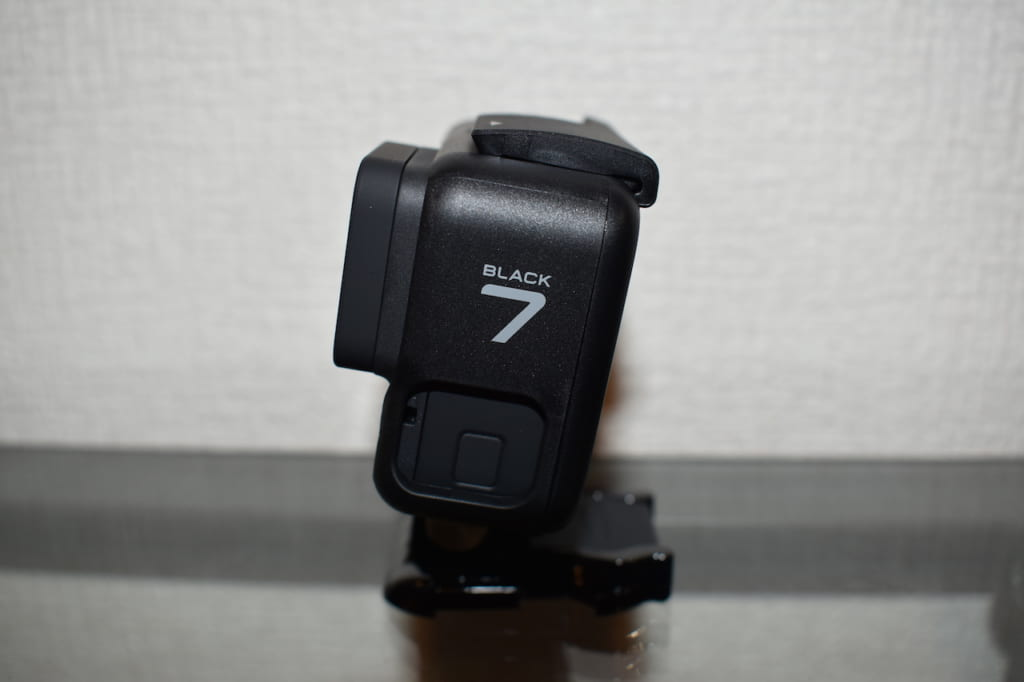 GoPro HERO7 Blackのカメラ横